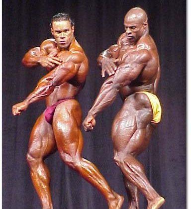 Кевин и Рони показват трицепсите си