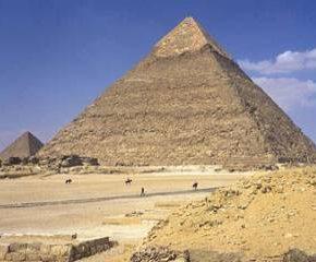 Хеопсовата пирамида днес