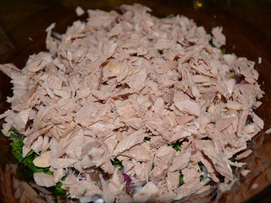 салата от нахут и риба тон
