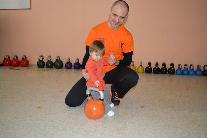 Той е още малък, но вече тренира :)