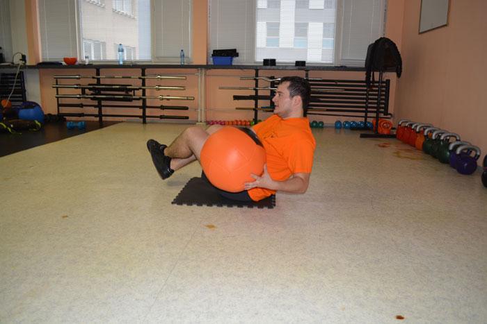 Любомир в действие - руски извивания с медицинската топпка