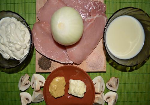 Свинско с гъби и сметанов соспродукти